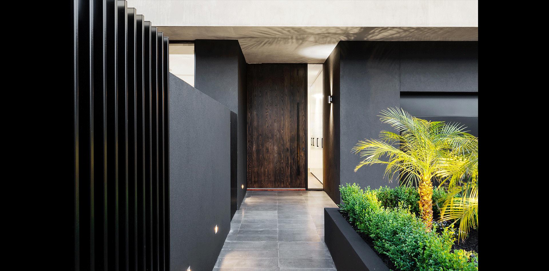 2A Roslyn St - exterior door
