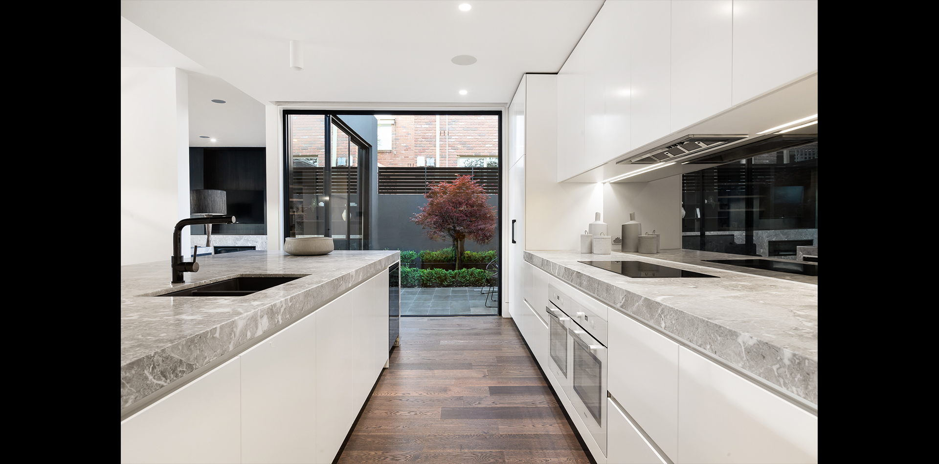 2A Roslyn St - kitchen